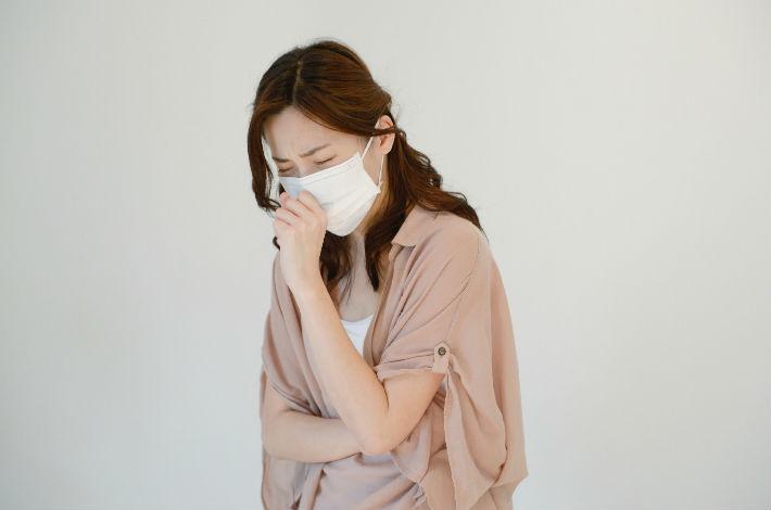 秋の鼻ムズムズは花粉症が原因かも