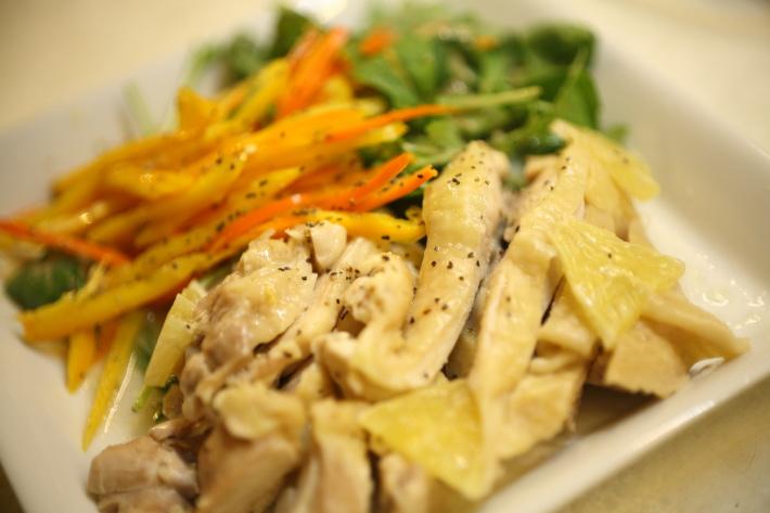 野菜と食べるレンジ蒸し鶏